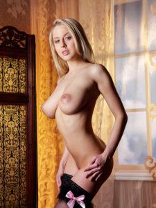 Mandy-Dee_Model